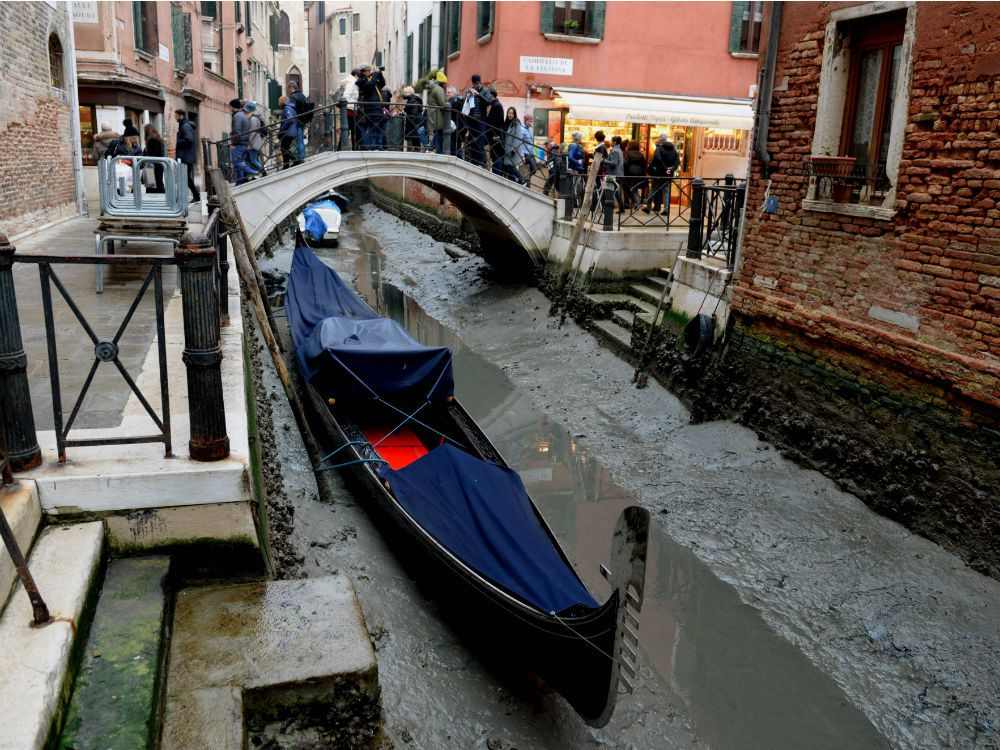 venice-dry-canals.jpg